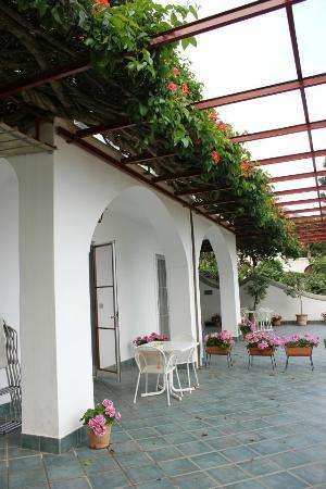 Casa Maresca: Patio area