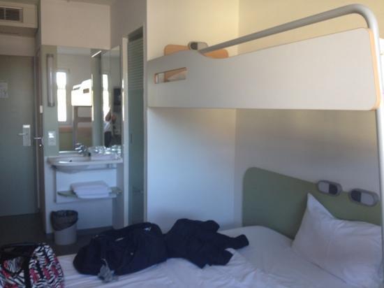 Ibis Budget Saarbruecken Ost : zimmer mit etagebett, sehr gemütlich :)