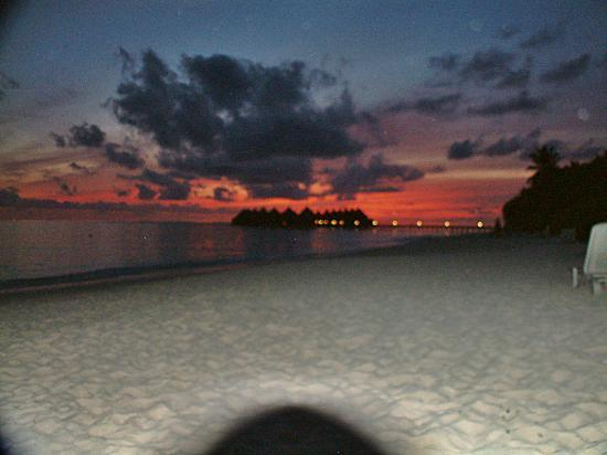 Angaga Island Resort & Spa: sunset