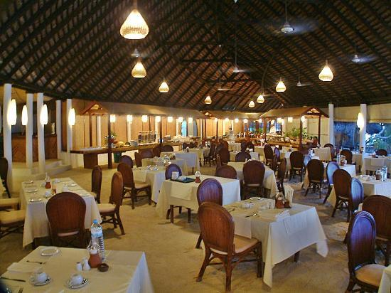 Angaga Island Resort & Spa: dining room