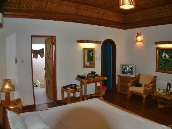 Angaga Island Resort & Spa: beach room