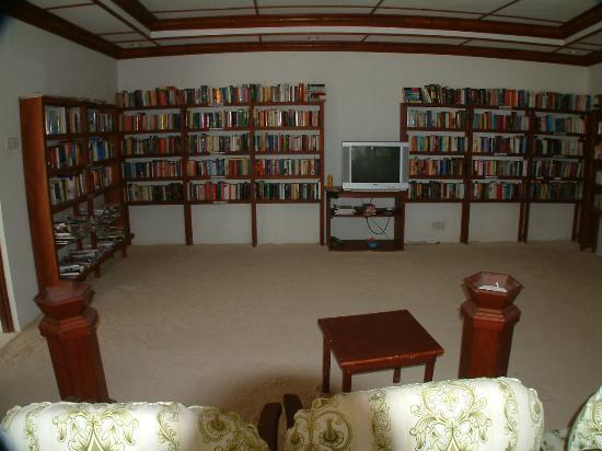 Angaga Island Resort & Spa: book room