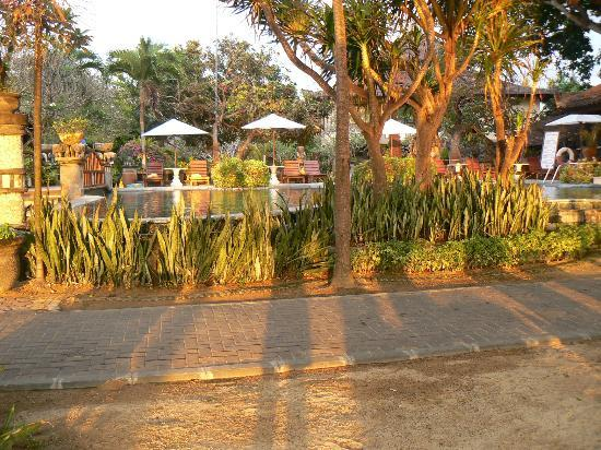 Besakih Beach Hotel: pool