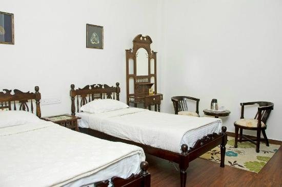 Gunawati Retreat: Deluxe Royal Room
