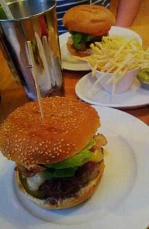 GBK - Gourmet Burger Kitchen: burger