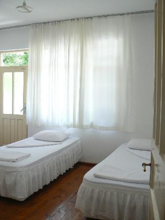 Meltem Pansion: Unser Zimmer mit Balkon