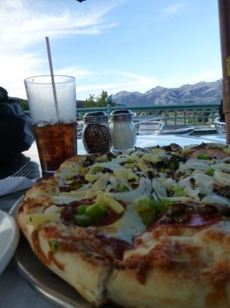 Jasper Pizza Place: pizza with a view
