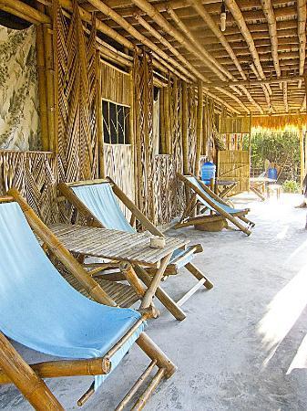 Jungle Beach VietNam: Deck Chairs & Hammocks
