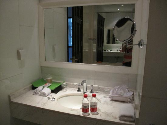 Geruisi Art Hotel: Bathroom