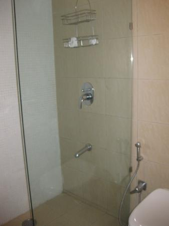 The Central Court Hotel: Bathroom