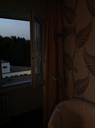 Hotel Terminal: man achte auf die tolle tapete