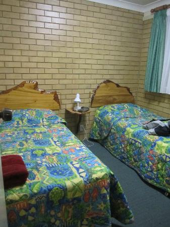 Hibiscus Motel: two singles bedroom