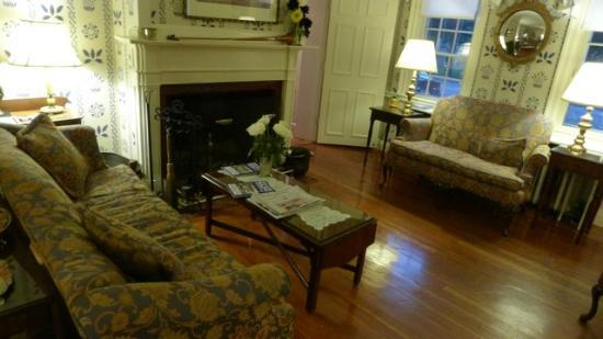 Blue Hill Inn: one communal room