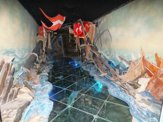 Great Siege of Malta and the Knights of St. John: Glass floor depicting water