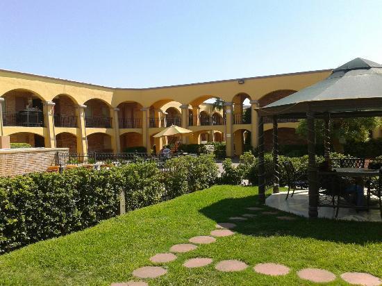 Jardin picture of hotel plaza juarez ciudad juarez for Hotel ciudad jardin