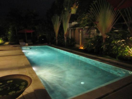 Villa Bugis: Pool at Night