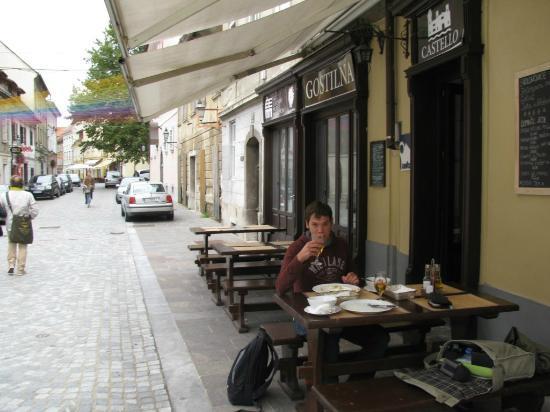 Gostilna in pizzerija Castello: Eating outside