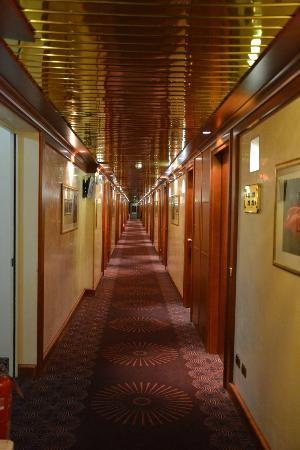 AS Hotel Monza : View along first floor corridor