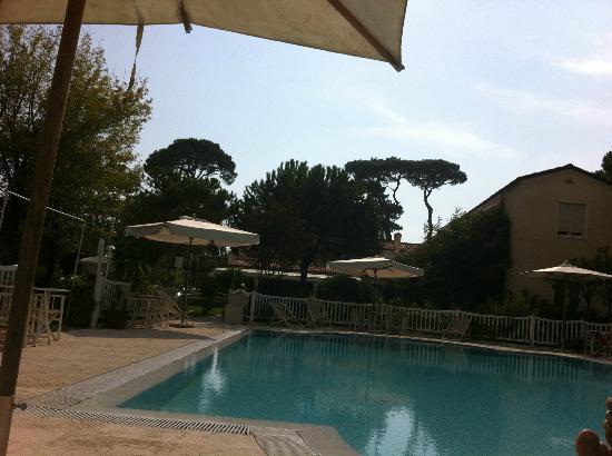 Villa Roma Imperiale: Pool area