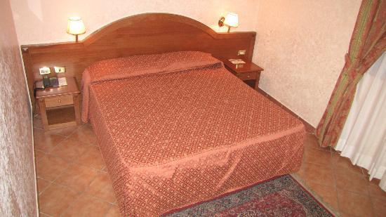 Ristorante Hotel Squarciarelli: Ampia camera