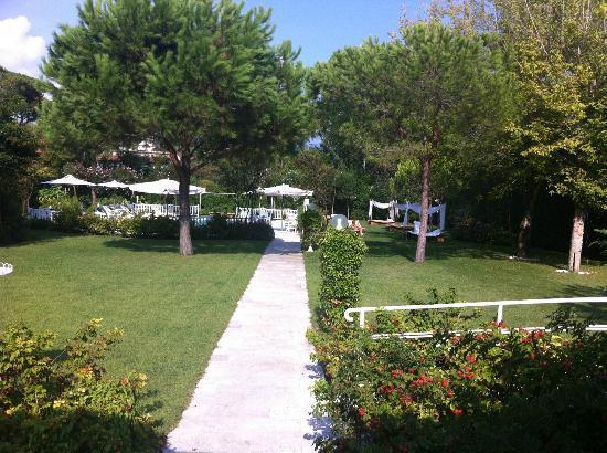 Villa Roma Imperiale: Gardens