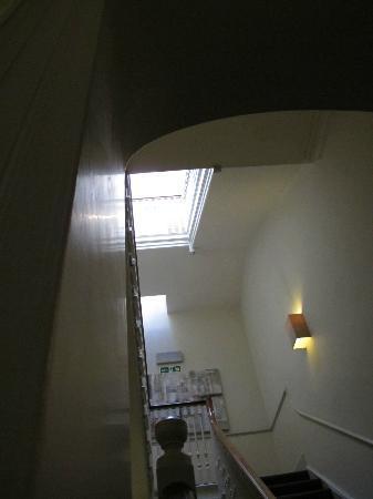 ذا كوينزبيري هوتل: Stairwells 