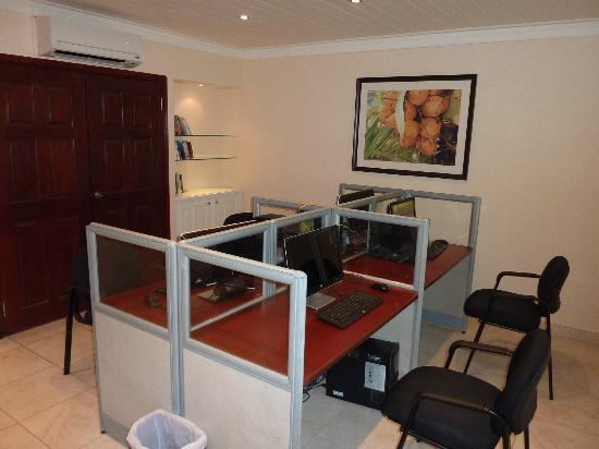 Tamarind by Elegant Hotels: The Business Room - Free Internet use