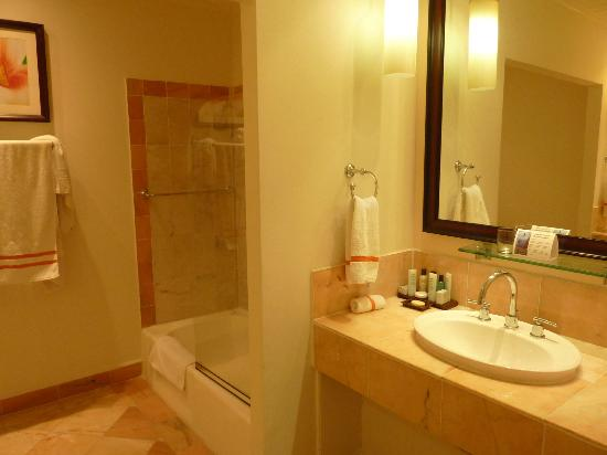 Tamarind by Elegant Hotels: Ensuite - Room 220