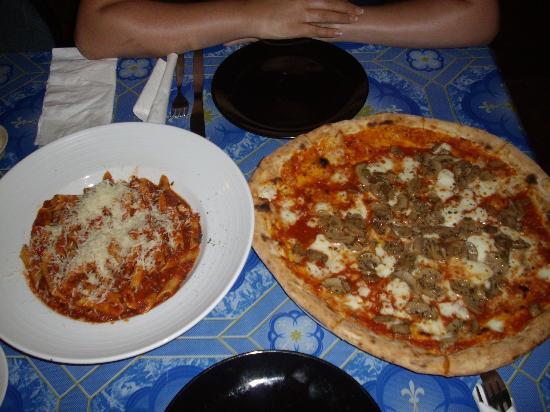 Le Pecore Nere: Pizza and pasta