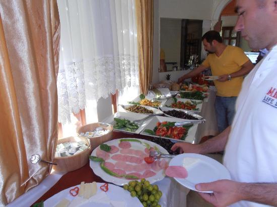 Beyaz Melek Hotel: Breakfast-Büffe-Frühstück.