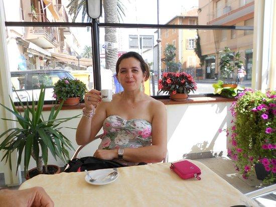 Albergo Perla: saletta caffè e aperitivi