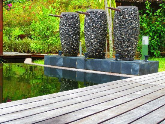 Coco de Mer - Black Parrot Suites: hotel exterior 5