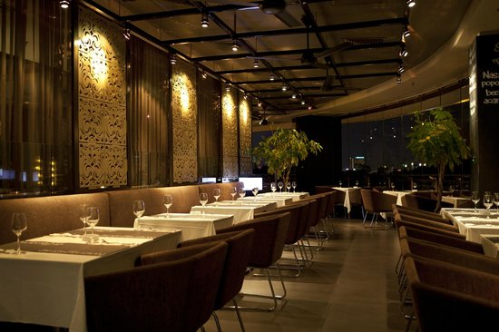 Twenty One - Tables + Terrace: dining