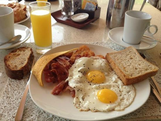Constance Ephelia: Petit dejeuner