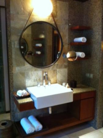 Constance Ephelia: Salle de bain