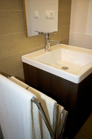 Apartamentos 16:9 Playa Suites: Baño