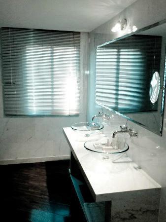 BAB HOTEL : salle de bain