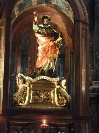 เชิร์ชออฟเซนต์พอลส์ชิปเร็ค: Religious statue