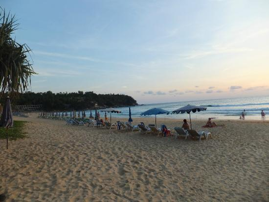โรงแรมอันดามัน ซีวิว: A view from the beach area immediately in front of the hotel