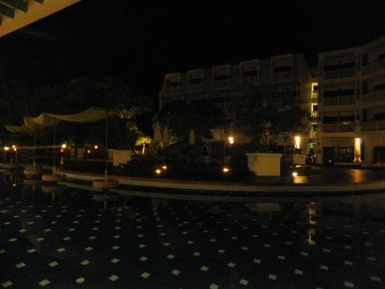 Andaman Seaview Hotel: Evening view from restaurant overlooking pool