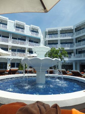Andaman Seaview Hotel: Looking back at the rooms from the pool area
