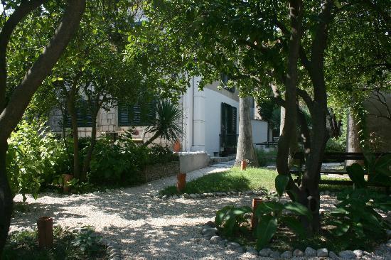 Hotel Supetar: garden