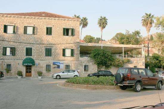 Hotel Supetar: hotel showing dining terrace and sun terrace above