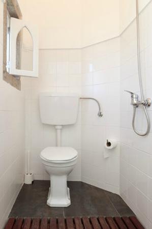 Noemia Da Costa Pinto : Bathroom