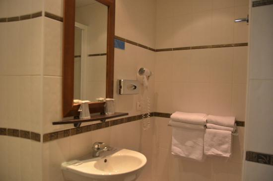 Palym Hotel: The bathroom