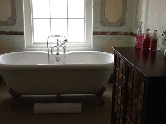 The Old Rectory: bathroom in little suite