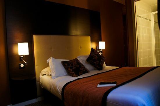 Hotel Saint-Honore: modern & cozy room, nice lightings