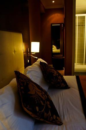 Hotel Saint-Honore: modern & cozy room, nice lightings