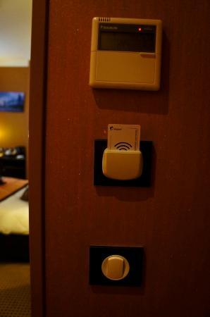 Hotel Saint-Honore: card controlled lighting