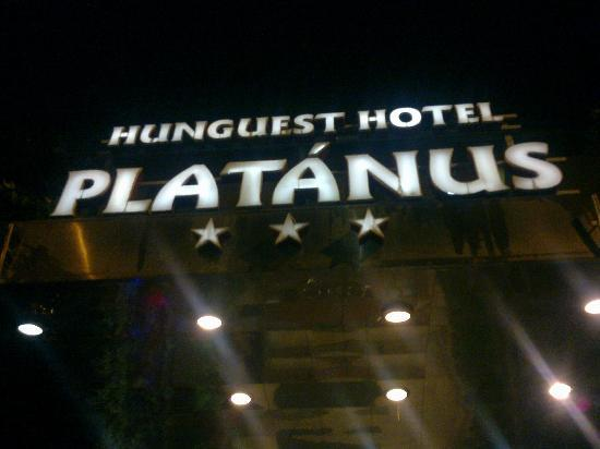 Hunguest Platanus Hotel: Entrance